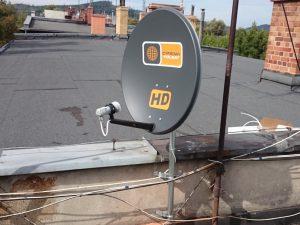 Montaż anten - antena Polsatu na dachu